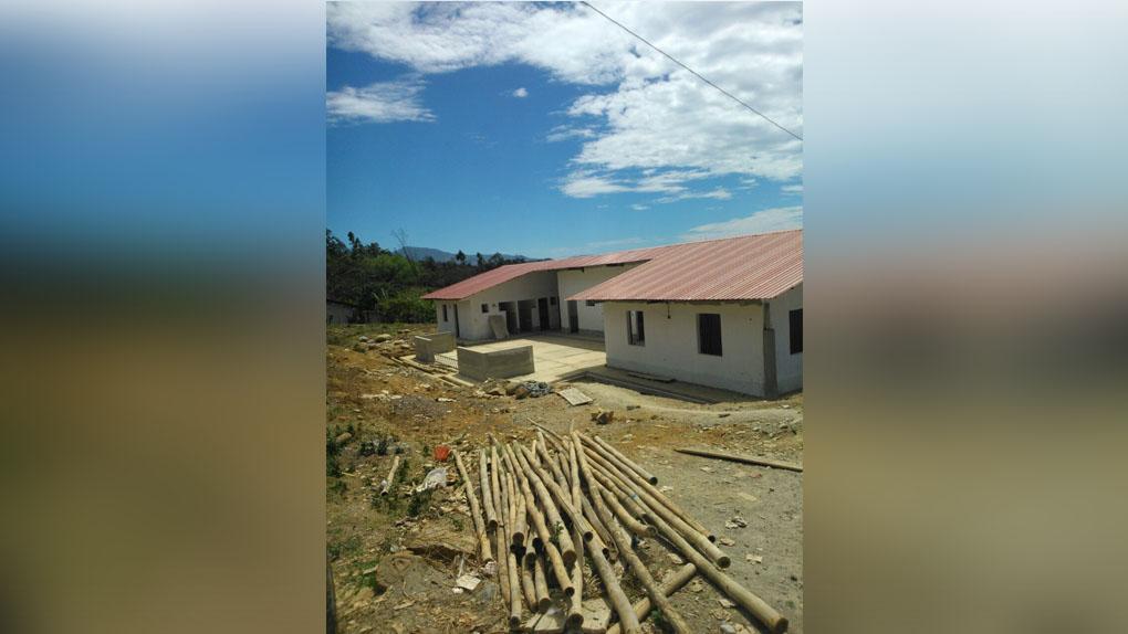 Pobladores realizaron reuniones para hablar sobre las obra inconclusa afuera del local destinado para el Tambo en Piura.