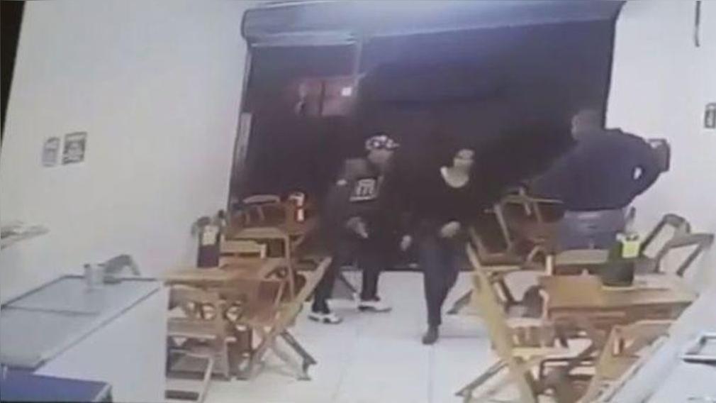 Asaltan a un policía y este los abatió a balazos.