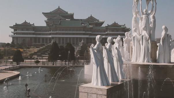 Kim Hak Chol explica lo que un peruano debe hacer para ir a Corea del Norte.