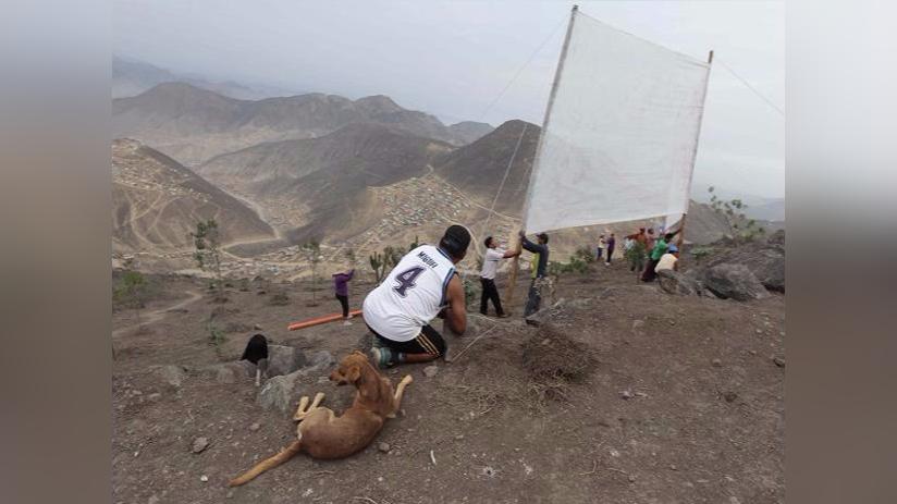 El movimiento comenzó a trabajar con 'atrapanieblas' en distintos puntos de Lima en 2010, pero solo en 2012 encontró la financiación para ubicar los primeros 20 paneles.