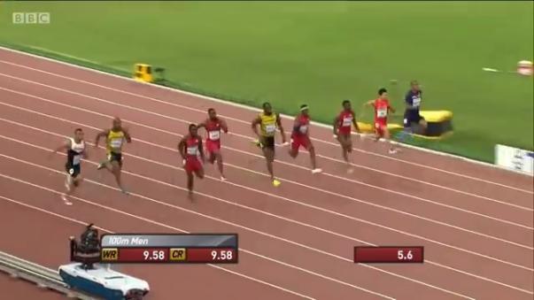Usain Bolt en la final de 100 metros planos del mundial Pekín 2015. Justin Gatlin le da una feroz competencia.