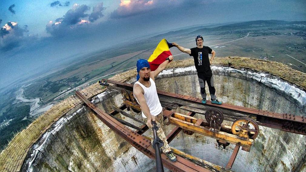 Los temerarios rumanos que andan en uniciclo a unos 250 metros de altura