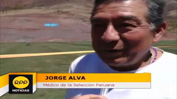 El médico de la Selección Peruana se vistió de corto y entró a la 'pichanga' con los convocados.