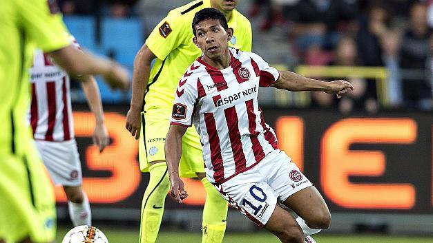 Edison Flores anotó su primer gol en la Superliga de Dinamarca.