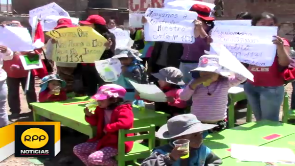 Los menores recibieron clases a la intemperie como protesta por intento de usurpación de su terreno.