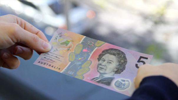 Australia presentó su nuevo billete de 5 dólares.