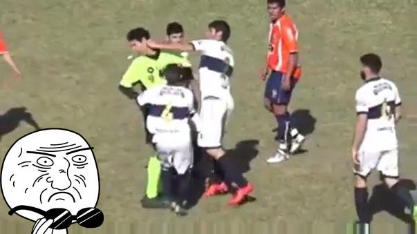 Un jugador le metió un puñete en la cara a un árbitro en la liga de Santa Fe en Argentina.