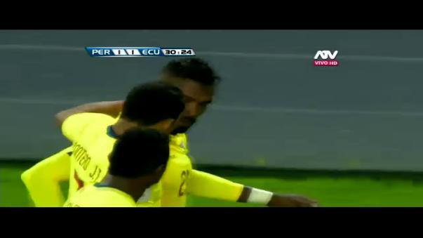 La pelota parada volvió a hacerle daño a la Selección Peruana.