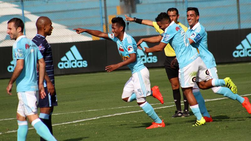El delantero uruguayo Diego Ifrán debutó con camiseta de Sporting Cristal.