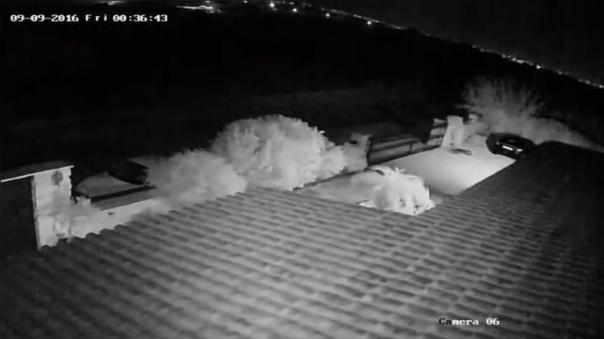 Este video de una cámara de vigilancia muestra cómo se iluminó el cielo chipriota al paso del meteorito.