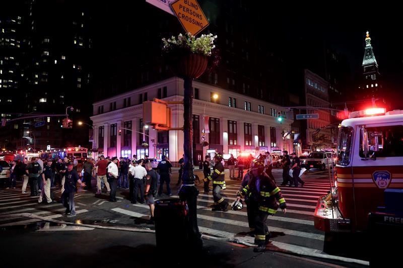 La policía estadounidense investiga si el ataque en Manhattan esta vinculado al terrorismo internacional.