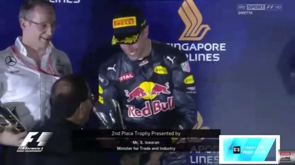 En su carrera 200 en la Fórmula Uno, el alemán solo superó en medio segundo a Ricciardo.