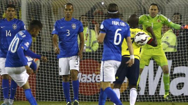 En la Copa América 2015, Neymar se acerca a Armero. Le tira un pelotazo. Es expulsado y se arma una trifulca.