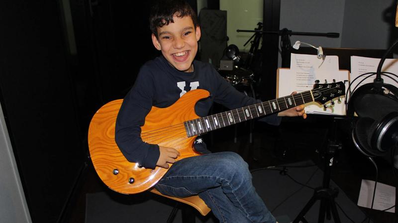 Adríán Martin durante la grabación de su disco