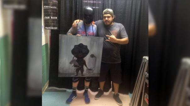 DJ Sid Wilson de Slipknot y Diego Taboada de Por Hablar, juntos en el backstage del Knotfest.