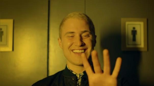 Mike Posner con su remix 'I took a pill in Ibiza' compite a 'Mejor canción'.