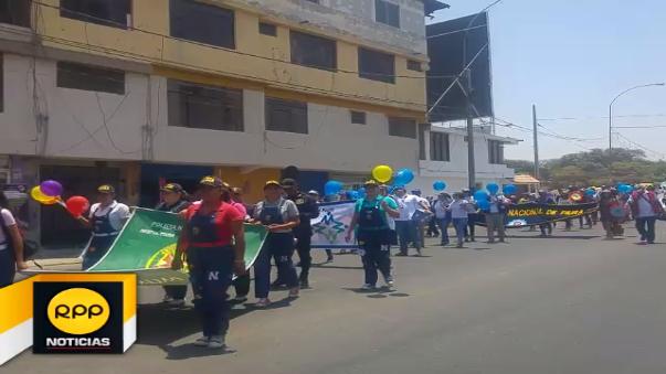 Diversas instituciones públicas y privadas participaron de colorido pasacalle en Piura.