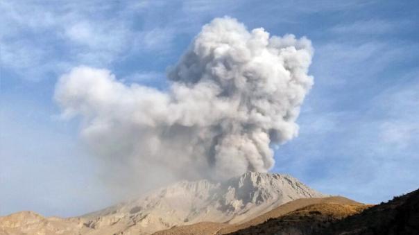 El volcán Ubinas uno de los más activos del país localizado en la región Moquegua.