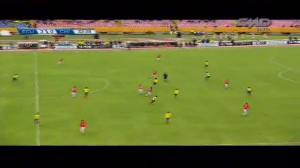 Chile cayó 3-0 en su visita a Ecuador y el volante Arturo Vidal 'explotó' con Alexis Sánchez por un mal pase del 'Niño Maravilla'.