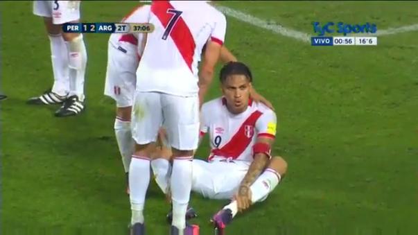 """""""Tú, tú estás con confianza"""", manifestó Paolo Guerrero a Christian Cueva apenas sancionaron penal a favor de Perú."""