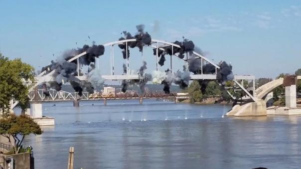 Demolición frustrada de un puente