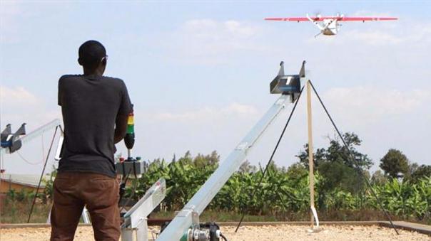 Los drones de Zipline vuelan a una altura por debajo de los 152 metros