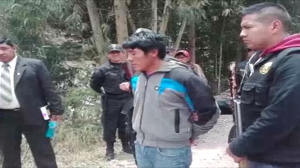 Un sujeto que asesinó de un golpe a su mujer e hija que llevaba en su espalda, para luego arrojarlas, al río Vilcanota, fue capturado, por agentes de la Policía Nacional del Perú, en la plaza de armas de Urcos.