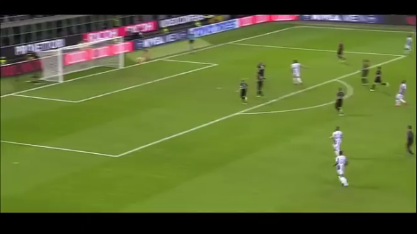 A sus 17 años, Donnarumma evitó el empate de la Juventus al último minuto con un 'tapadón' que hace soñar al Milan con la Serie A.