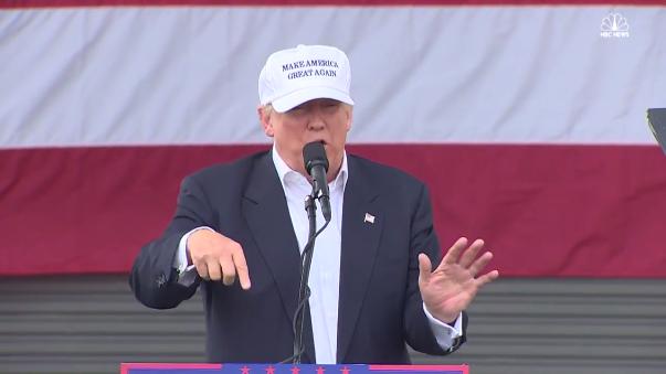 Donald Trump estuvo hoy en Miami (Florida) y alentó a la gente a que voten como