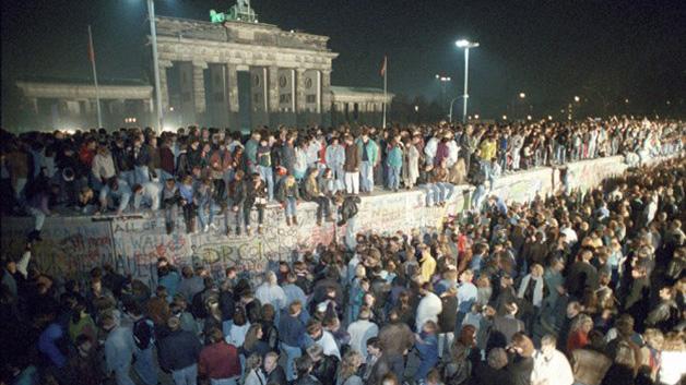 La noche del 9 de noviembre de 1989 fue una de las noches más felices del pueblo alemán. Berlineses del oeste y del este se reencontraron al poder cruzar el muro.