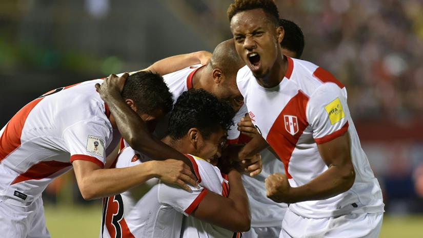 Perú goleó de visita en Eliminatorias tras 12 años.
