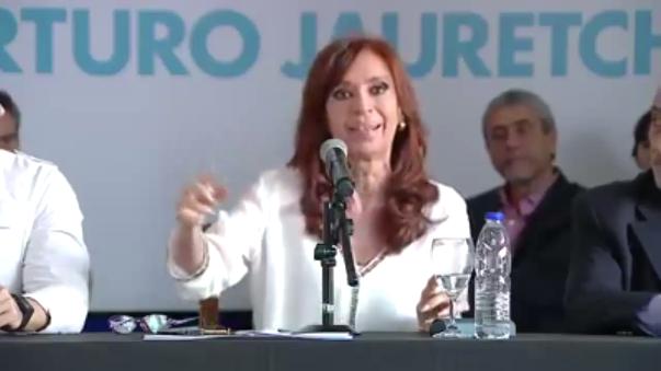 Cristina Fernández volvió a defender la que fue su gestión y criticar duramente el Ejecutivo de su sucesor en la Presidencia, Mauricio Macri.