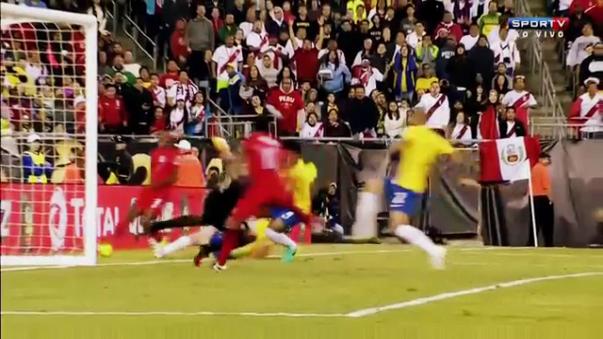 El gol con la mano de Raúl Ruidíaz.