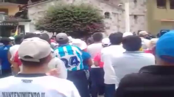 Cientos de manifestantes aprobaron hoy en una asamblea popular, iniciar desde mañana, un paro indefino, en Machu Picchu pueblo.