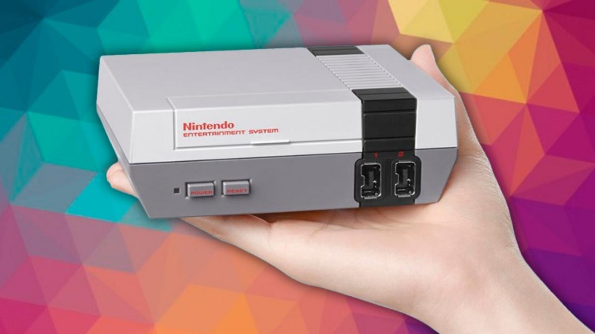 Es la replica en pequeño del NES lanzado en 1985.