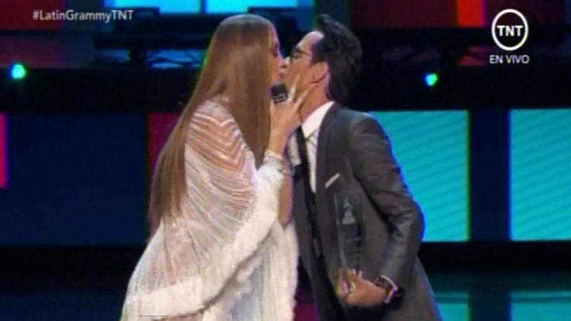 Marc Anthony y Jennifer López sellaron su encuentro con un beso