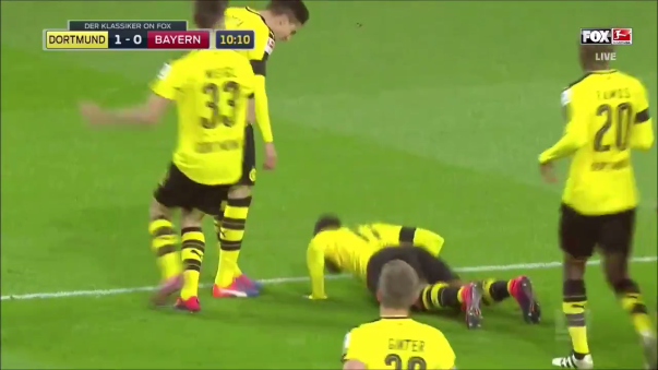 El delantero gabonés le dio la victoria al Borussia Dortmund 1-0 sobre el Bayern Munich. ¡Y se puso a hacer planchas!