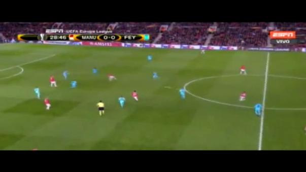 Renato Tapia jugó los 90 minutos ante el Manchester United en la Europa League.
