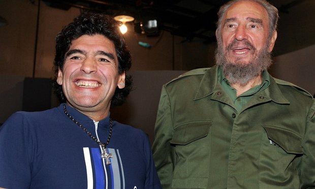 Diego Maradona conoció a Fidel Castro durante su recuperación de la adicción a las drogas y a partir de ahí formaron una relación de mutua admiración.