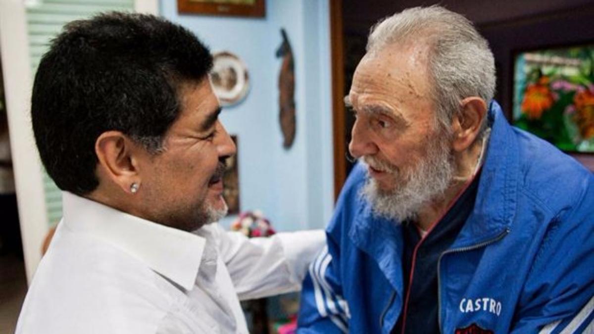 Diego Maradona tiene tatuado el rostro de Fidel Castro en una de sus piernas.