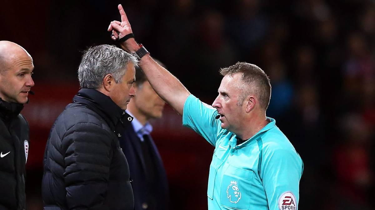 José Mourinho tiene dos expulsioneJosé Mourinho tiene dos expulsiones en la temporada como entrenador del Manchester United.s como entrenador en toda su carrera.