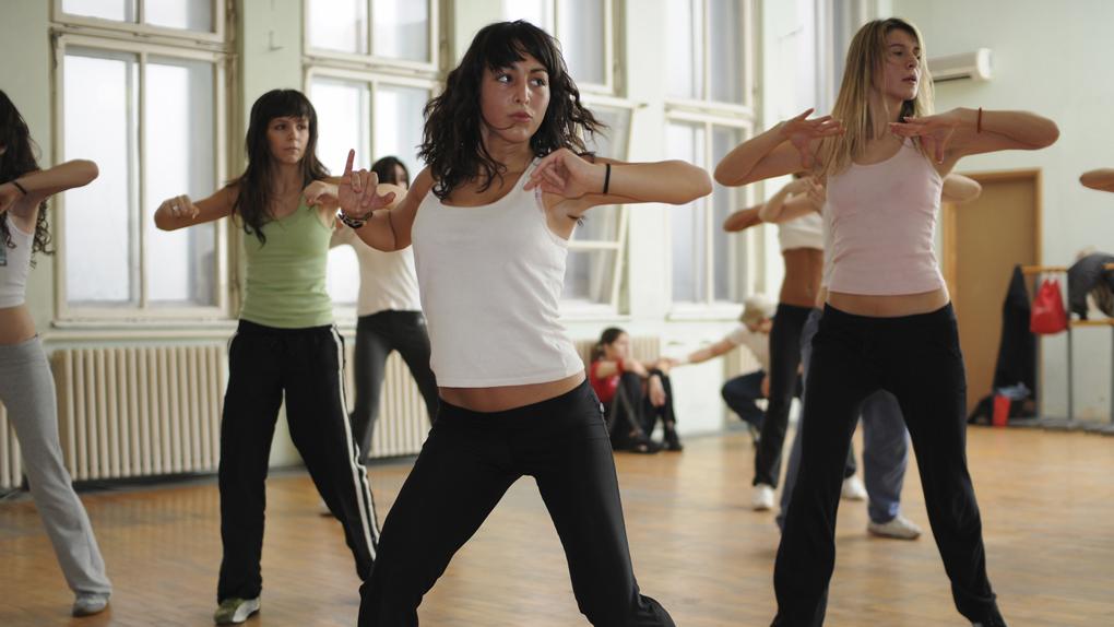 Hacer ejercicios físicos recarga la energía.