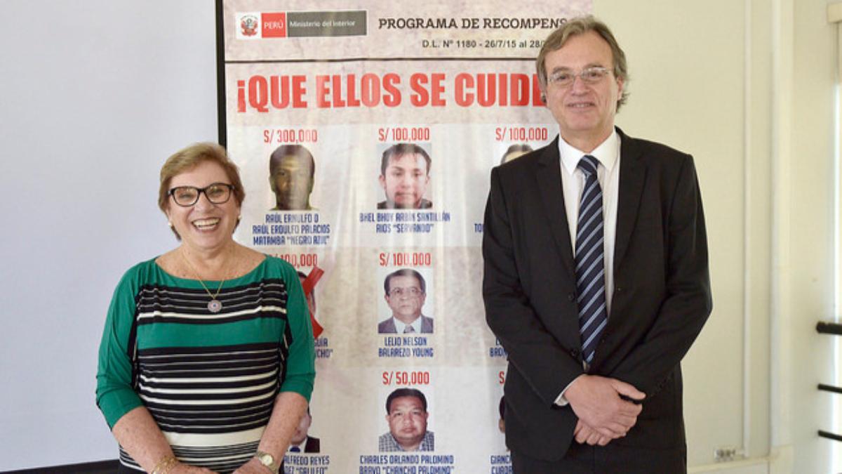 """Los ministrosdel Interior y de la Mujer lanzaron la campaña  denominada """"Se Busca"""", con el fin de lograr ubicar e identificar a la mujer policía"""