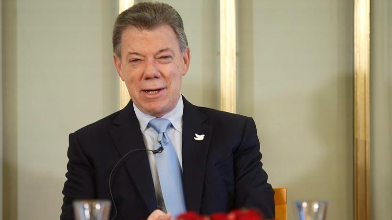 Entre los invitados especiales de Santos a la ceremonia están siete víctimas de ese conflicto, de las cuales destaca la excandidata presidencial Ingrid Betancourt, que estuvo secuestrada por las FARC más de seis años.