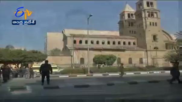 La televisión local informa sobre el atentado terrorista en El Cairo.