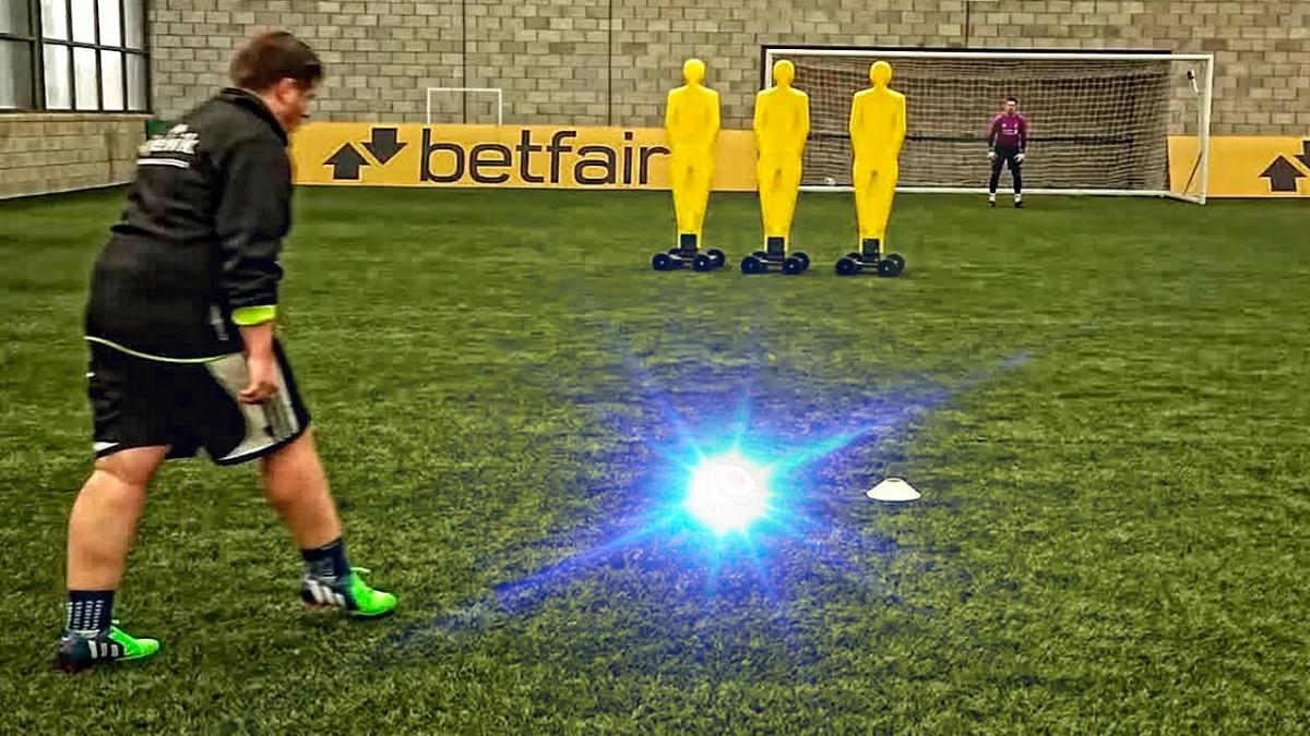 Bas van Velzen es hoy una figura de Youtube de los tiros libres y el fútbol de fantasía.