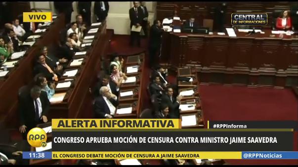 Los legisladores de Fuerza Popular aplaudieron tras la censura a Jaime Saavedra.