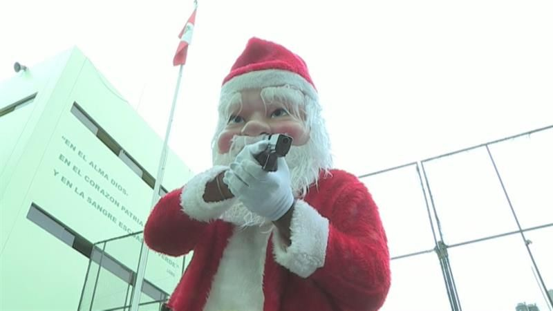 Aprovechando la campaña navideña, los 'Terna Noel' se mimetizan para detectar delitos.