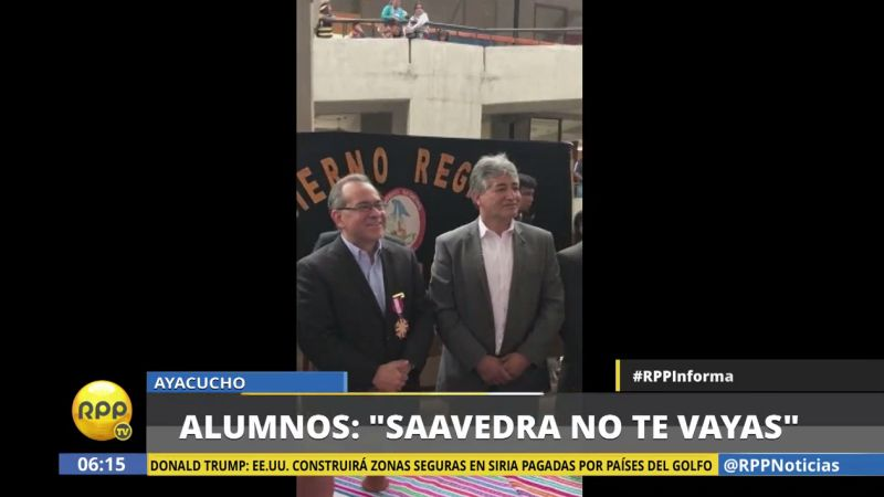 Los alumnos ovacionaron a Saavedra cuando este realizó una inspección.
