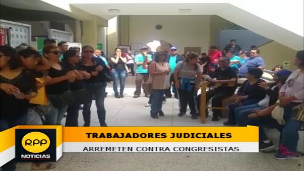 Trabajadores judiciales reclamaron a congresistas por las costosas canastas.